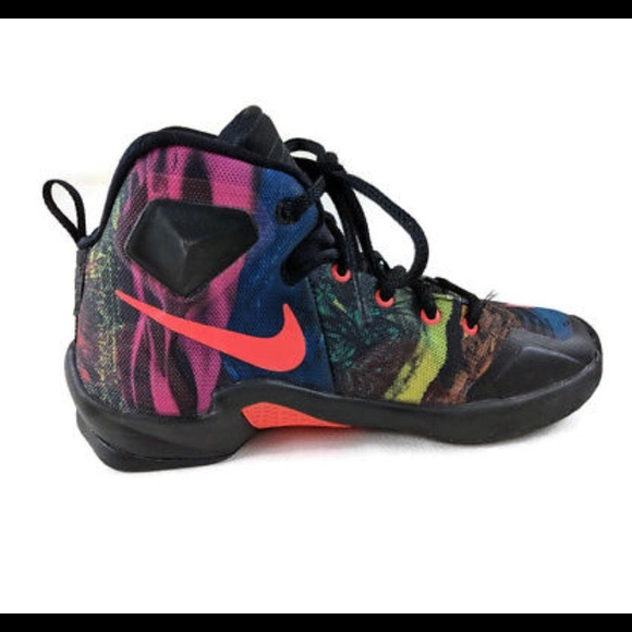 the best attitude e8b9b ee652 Nike Lebron James XIII 13 Sneaker Youth Boys